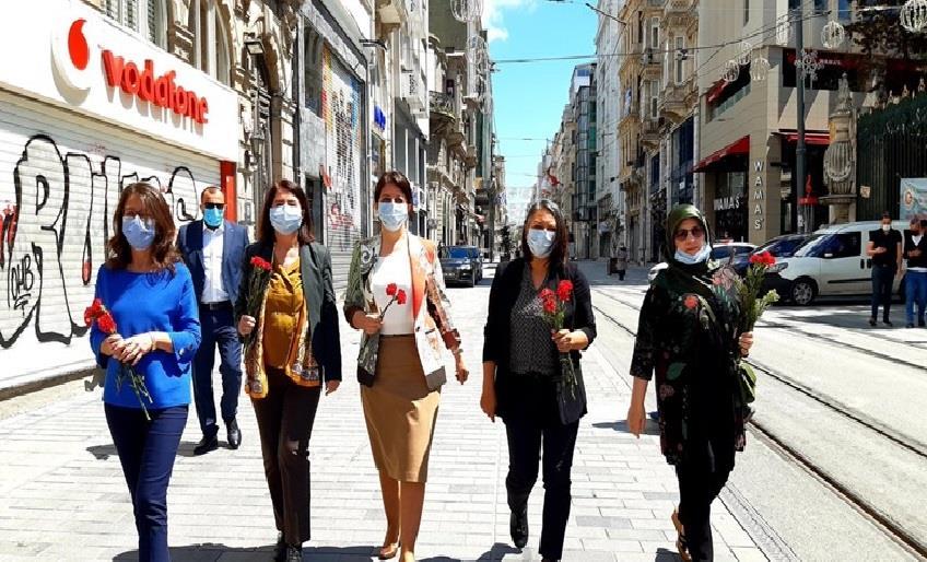 HDP'LİLERDEN GALATASARAY MEYDANI'NA KARANFİL